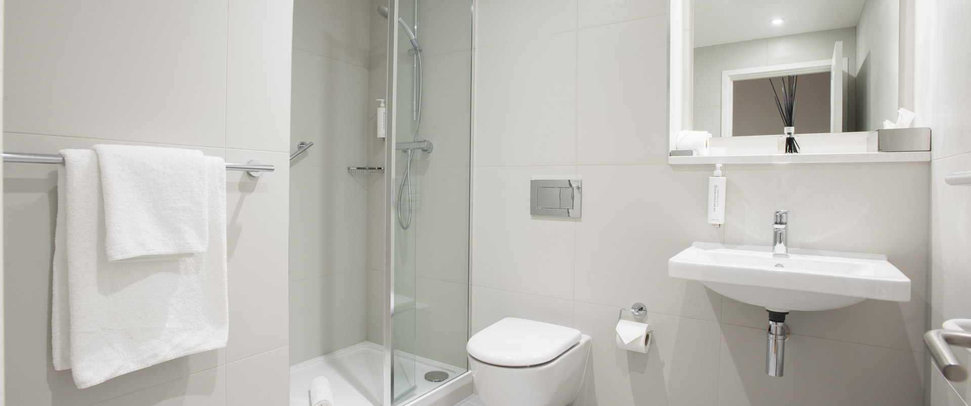Bright spacious bathroom at PREMIER SUITES Reading