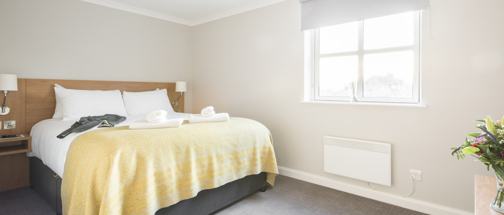 Spacious double bedroom in PREMIER SUITES Reading