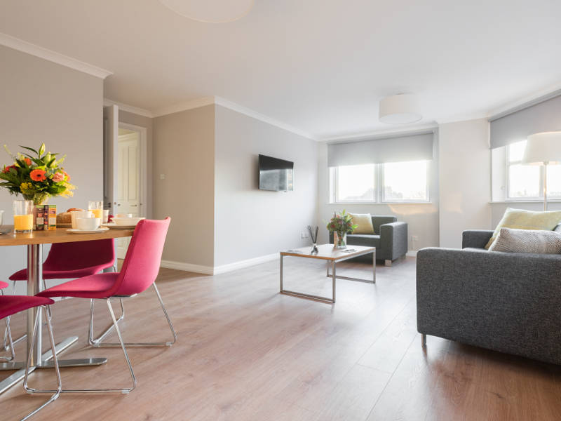 The open plan living room in PREMIER SUITES Reading serviced apartments