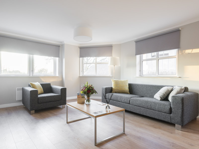 Large bright  living room in the serviced apartments of PREMIER SUITES Reading