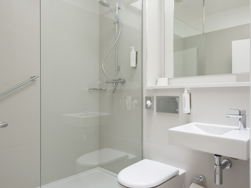 The bathroom facilities in PREMIER SUITES Reading serviced apartments