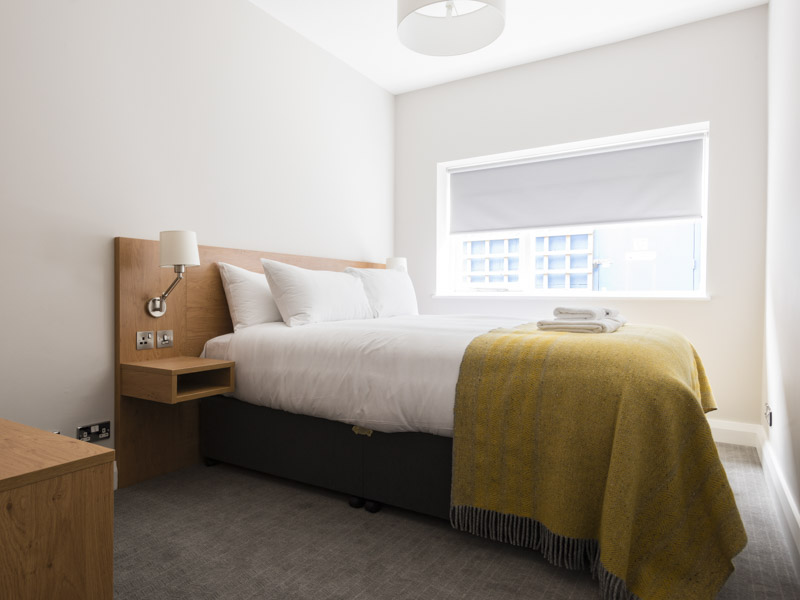 Large double bedroom in PREMIER SUITES Reading serviced apartments