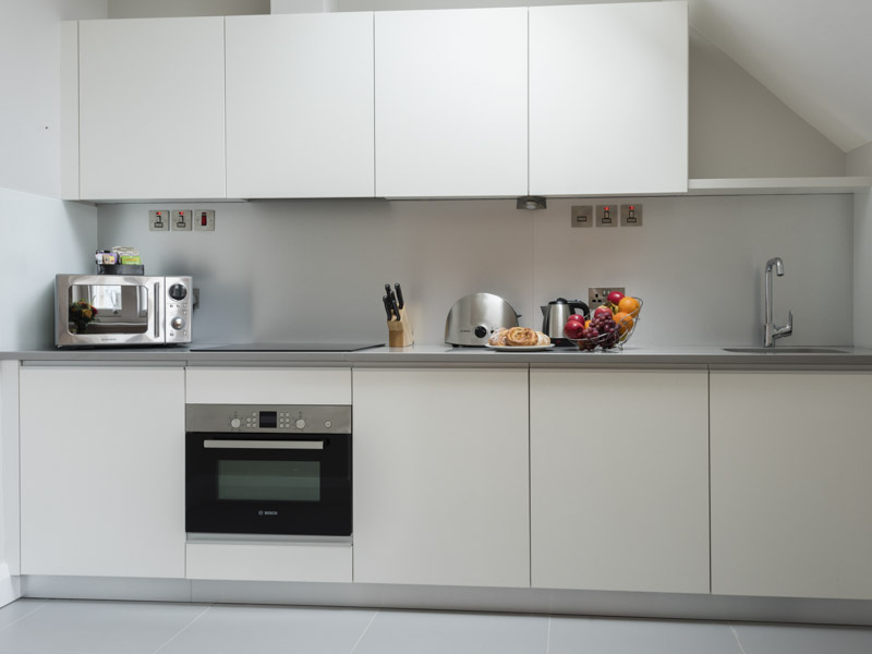 PREMIER SUITES Reading modern fully equipped kitchen