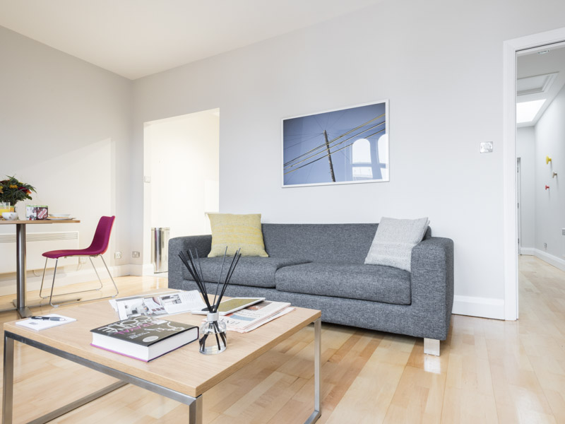 Pull out couch bed in PREMIER SUITES Reading serviced apartments