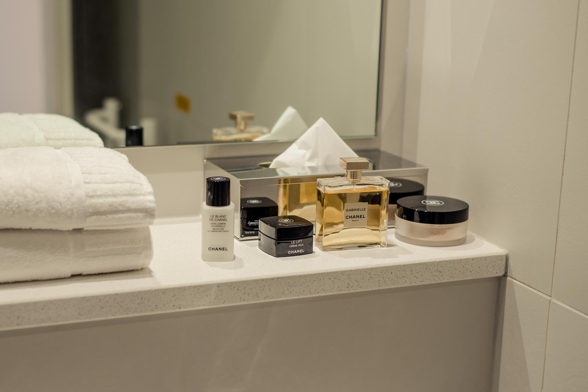 PREMIER SUITES PLUS Reading toiletries