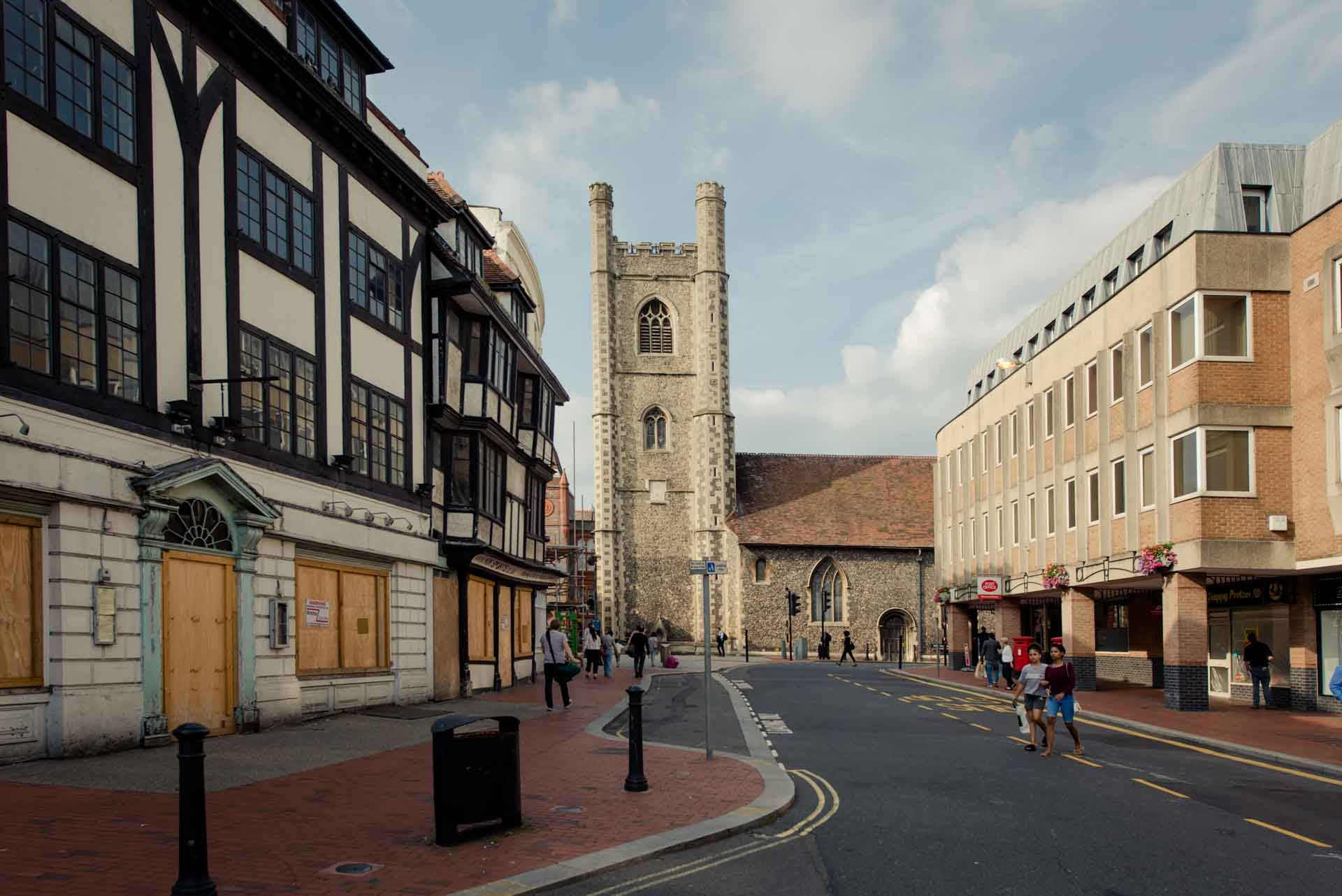 PREMIER SUITES PLUS Reading cathedral and road