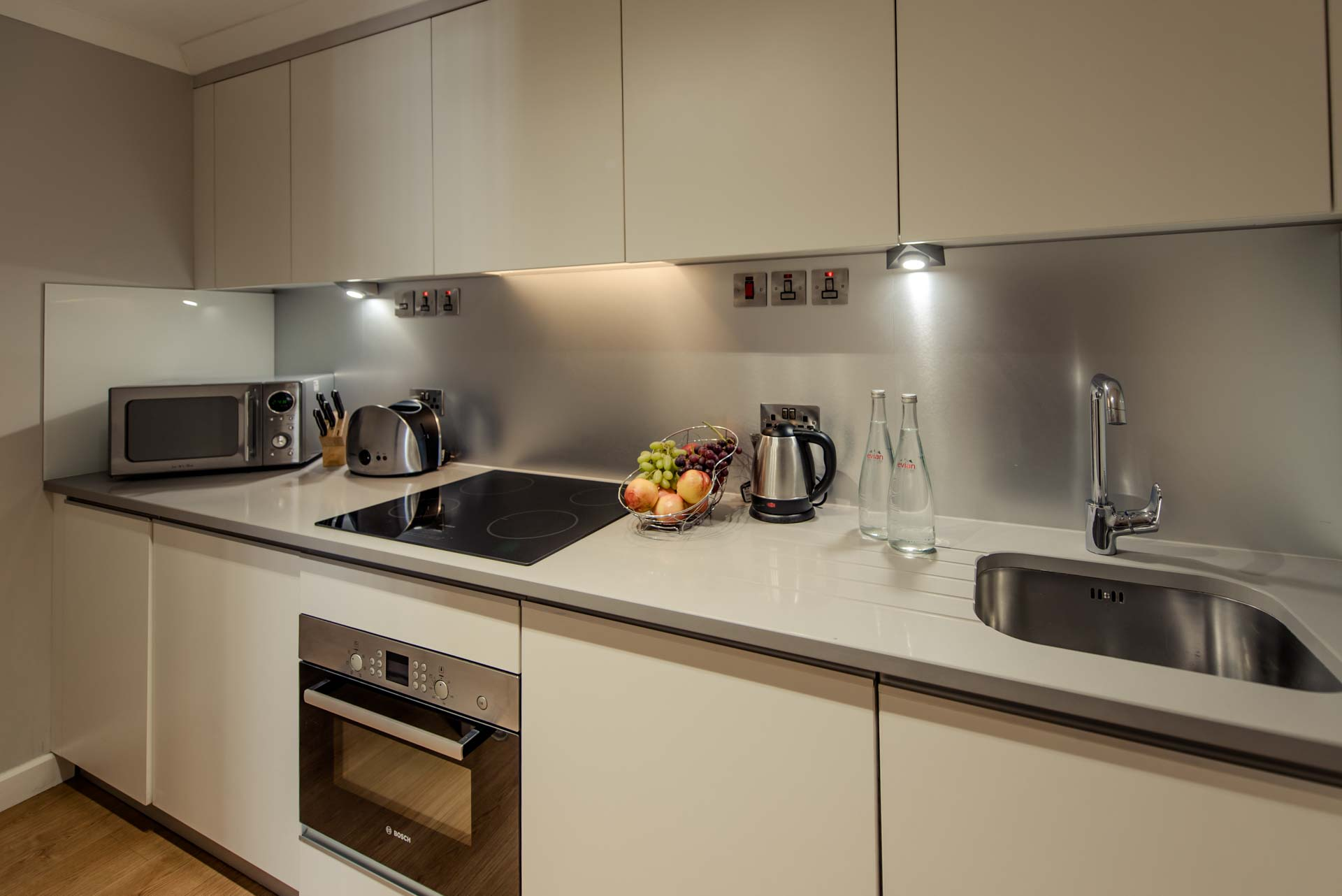 PREMIER SUITES PLUS Reading kitchen